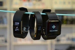 fitbit - ikdienas aktivitāšu mērītāji - pulsometrs.lv